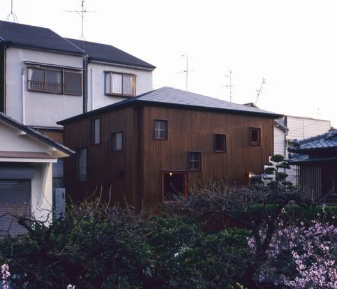 The unassuming exterior.of the house. Photo: Kazuya Morita Architecture Studio