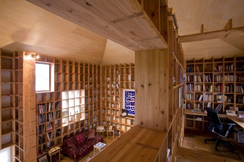 View of the salon from the second-floor bedroom. Photo: Kazuya Morita Architecture Studio