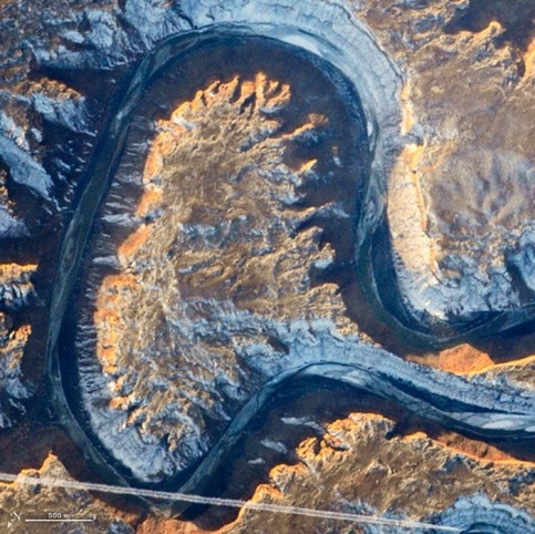 Utah's Green river doubling back on itself, a feature known as Bowknot Bend