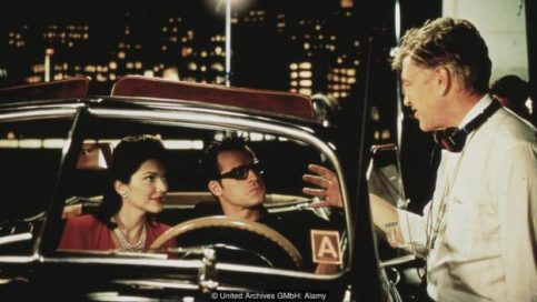 David Lynch gives instructions to Laura Harring and Justin Theroux on the set of Mulholland Drive (Credit: United Archives GMbH: Alamy)