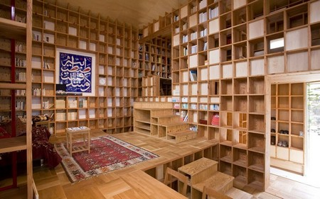Unique homes in Japan: Woodcraft shelf house inspired by islamic architecture