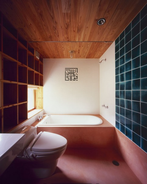 The bathroom floor is finished with Moroccan stucco, which is highly water absorbent. Photo: Kazuya Morita Architecture Studio