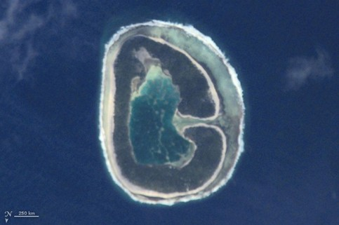 This image of Pinaki island, French Polynesia, was captured by astronauts on the International Space Station in April 2001